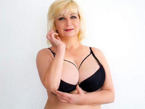 Blondine Steht Auf Große Schwänze